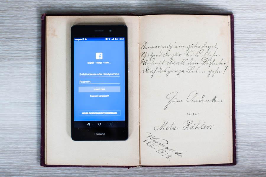 smartphone und poesiealbum